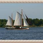 Ein kleines Segelboot