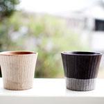 木のカップ   桜(左)7.000円・ウォールナット(右)7.200円   上部直径80mm X 下直径60mm H70mm