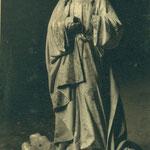 Imagen de una santa con la cara y las manos arrancadas.