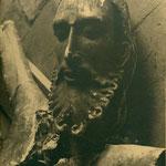 Imagen destrozada en el Convento de Santa Isabel de los Reyes, románico del S. XII.