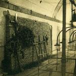Tumbas improvisadas en el Alcázar.