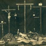 Cristos crucificados reducidos a pedazos.