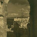 Las ruinas de la Posada de la Sangre, vistas desde el arco homónimo.