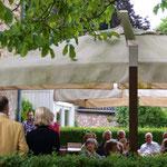 Eröffnungsrede im Garten des Haus Am Quall, Gruiten bei Solingen