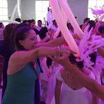 Boda de Wendi y Diego en San Miguel Totolcingo, durante batucada con karaoke Luz y Sonido
