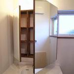 洗面の鏡裏は収納になっています