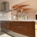 二本を代表する工業デザイナー深澤直人さんデザインの美しいキッチン