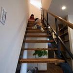鉄骨の階段はシンプルでイイです