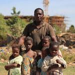 Kenneh Doé avec des enfants.Bamako. Mali.