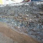 発掘調査時の通路の地層断面