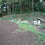 郭の土塁と櫓跡