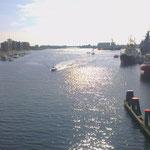 Blick von der Kaiser-Wilhelm-Brücke über den Innenhafen von Wilhelmshaven