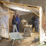 Atelier taille de pierre au pied du donjon