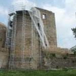 Echafaudage sur une tour puis l'autre