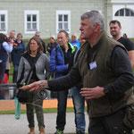 Hans Eiber bei einer Wurfvorführung