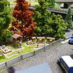 Detail der Modelleisenbahn: Spielplatz am ehemaligen Schulhort (1:160)