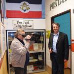 Der Bürgermeister Marko Wolfram eröffnet unsere Postausstellung.