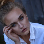 Model: Kim Hirzel / Foto: www.karinmerz.com