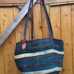 Eine alte Tasche durch neue Riemen aufgepeppt