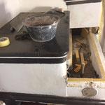 Die peterkeramik saniert originalgetreu  einen über 200-Jährigen Sandsteinofen