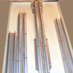 Die Alu Profile sind auf ein entsprechendes Holz montiert und können ausgewechselt sowie gedreht werden.
