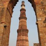 Der Turm des Qutb Minar ist über 70 m hoch und soll das höchste Minarett in ganz Indien sein.