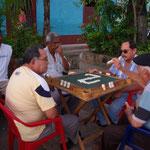 Lieblingsbeschäftigung der Männer - Dominospielen