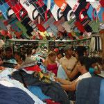 Die Läden quillen aus allen Nähten
