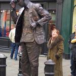 """Diese Bronzestatue """"lebt""""..."""