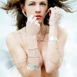fotos anillos, foto anillos,fotografia anillos,joyeria arte,joyeria desnudo