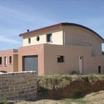 Maison moderne toiture cintrée