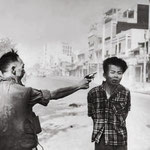 NOMBRE DE LA IMAGEN: Execution of a Viet Cong Guerrilla. AUTOR: Eddie Adams. AÑO: 1968.