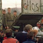 NOMBRE DE LA IMAGEN: La caída del muro de Berling. AUTOR: Desconocido. AÑO: 1989.