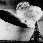 NOMBRE DE LA IMAGEN: El desastre del Hindenburg. AUTOR: Murray Becker. AÑO: 1937.