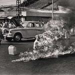 NOMBRE DE LA IMAGEN: Monje que se quema vivo. AUTOR: Malccolm Browne. AÑO: 1964.