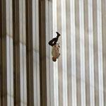 NOMBRE DE LA IMAGEN: The Falling Man. AUTOR: Richard Drew. AÑO: 2001.