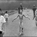 NOMBRE DE LA IMAGEN: La niña de vietnam. AUTOR: Nic Ut. AÑO: 1972.