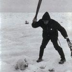NOMBRE DE LA IMAGEN: Canadian Seal Hunt. AUTOR: Duncan Cameron. AÑO: 1969.