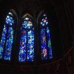 Die Fenster der Kathedrale werden seit 12 Generationen von der gleichen Familie eingebaut oderauchhergestellt.