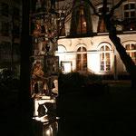Skulptur im Garten (angeleuchtet)
