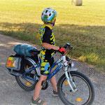 Junior mit leichtem Gepäck: Erwachsenen-Lenkertaschen als Kinder-Satteltaschen