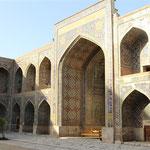 Registan - zentraler historischer Platz  mit drei Medtresen (Koranschule)