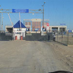 Grenzübergane Kasachstan-Usbekistan - unser Visa gilt erst in der Nacht ab 10.06.wir müssen warten
