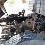 Wahr - der Mechaniker hat in der wüste am Strassenrand bei über 40 Grad den LKW Motor ausgebaut und repariert die Kurbelwelle