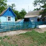 Viele blau-weiße Häuser