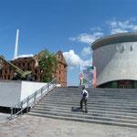 Panorama Museum und Erhalt eines zerbombten Gebäudes als Mahnmal