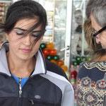 Auch die Frauen auf dem Land und den Märkten legen Wert auf gepflegtes Aussehen - was Rüdiger zu freundlichen Gesprächen ermutigt