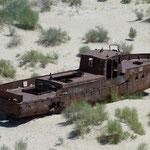 Eigentlich eine markabere Erscheinung - ein Schiff in der Wüste