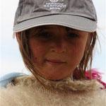 Eine Mütze für das Mädchen