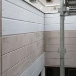 ⑧凍害損壊個所の壁材を貼替え、下端にやや隙間を確保。